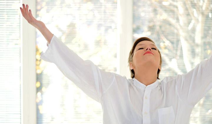 cum elimini mirosul de tigara din casa, aer curat