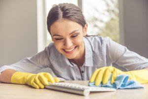 Etape pentru curatenia la birou