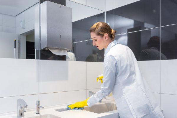 curatenia in toaleta restaurantului